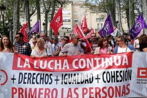 Cientos de manifestantes a su llegada al parque municipal de Béjar
