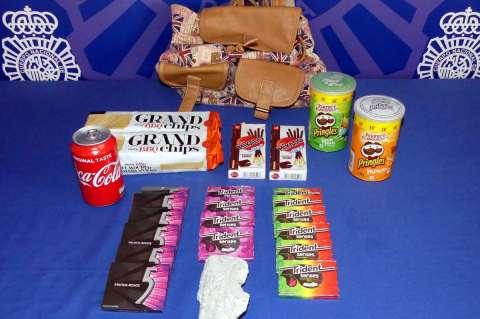 Productos incautados procedentes de la máquina de vending