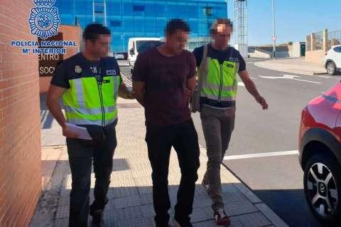 Expulsión del ciudadano portugués por la Policía Nacional