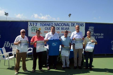 Organizadores y colaboradores durante la presentación del Open de Tenis de Béjar