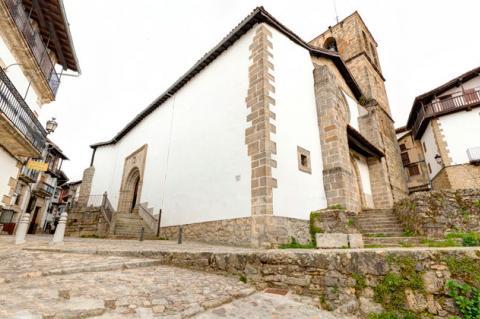 Iglesia de Candelario desde la Cuesta de La Romana