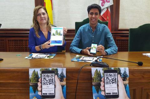 Purificación Pozo y Ángel Orgaz presentando la aplicación