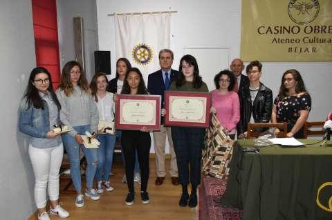 Alumnas premiadas con el premio protagonistas  del Rotary club