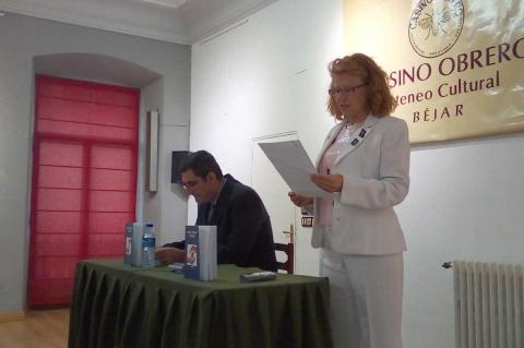 Carmen Carpio presenta a Iván Parro en el Casino Obrero
