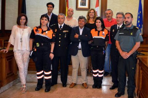 Beatriz Antona, Carlos Hernández y Paula Cabezas junto a responsables políticos y fuerzas de seguridad