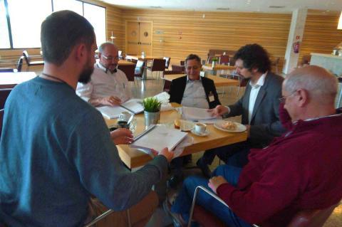 Miembros de la PDBB y del Grupo Cultural San Gil reunidos en Valladolid con los representantes de Izquierda Unida-Equo