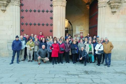 Estudiantes de la Universidad de la Experiencia durante una vista realizada a Salamanca
