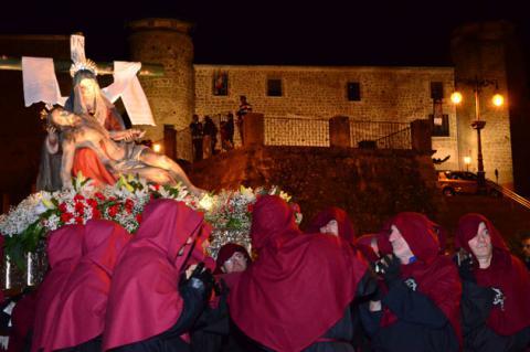 Paso que será restaurado procesionando en Semana Santa