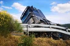 Camión volcado en la A66 a su paso por Béjar