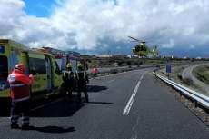 Helicóptero aterrizando sobre la autovía A-66 en el lugar del acciente