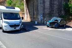Autocaravana y coche siniestrado