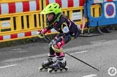 Corredora con patines en línea disputando la prueba