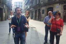 Guia en la puerta de Ávila