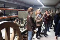 Integrantes de la excursión en el subsuelo del Alcázar de Toledo visitando los cañones de 1868