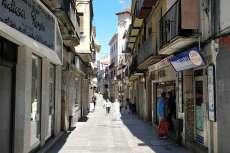 Calle con comercios