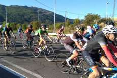 Ciclistas en el Critérium Moisés Dueñas disputado en Béjar