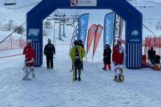 Varios esquiadores sobre la nieve, formando el pódium de la categoría