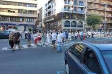 Manifestantes pasando por la Plaza de España de Béjar