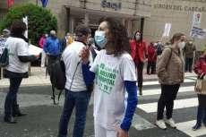 Marisa Diaz durante la concentración frente al hospital de Béjar