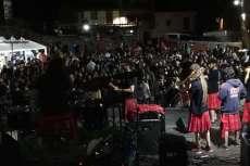 Actuación de Los Niños de los ojos Rojos en el Mejillón Rock