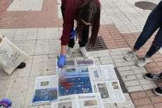 Participantes de proyecto El río empieza aquí fabricando las plantillas para pintar alcantarillas