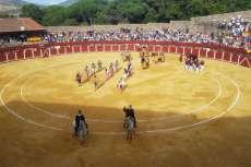 Vista de la plaza de toros con gente