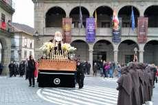 Paso de La Dolorosa a su paso por la Plaza Mayor de Béjar