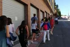 Gente subiendo andando a El Castañar