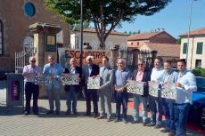 Diferentes autoridades y responsables del Museo de Automoción de Salamanca durante la presentación de la 25ª Subida Charra