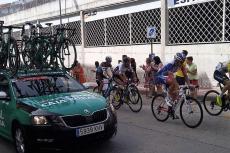 Ciclistas pasando por la calle Colón de Béjar